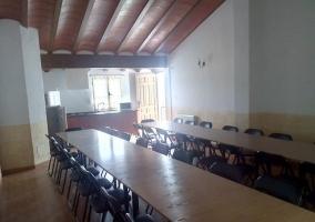 Vistas de la sala social con mesas