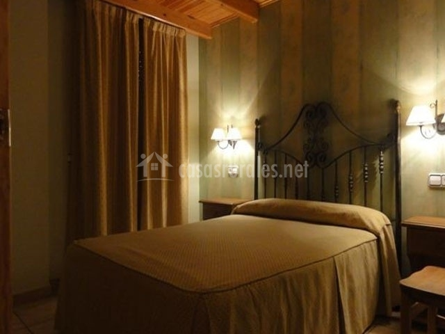 Apartamentos naspun a f y a h en campo huesca for Butacas habitacion matrimonio