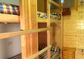 Dormitorio oara cuatro con literas