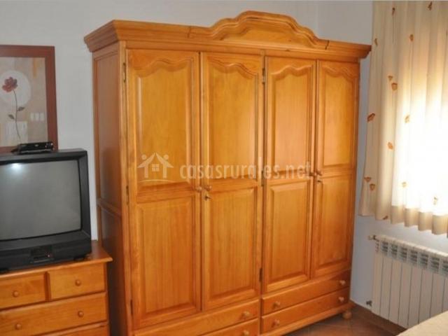 Dormitorio doble con su armario