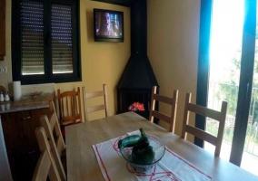 Salón comedor y chimenea