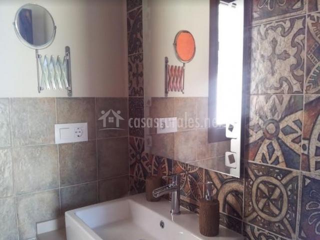 África con su lavabo