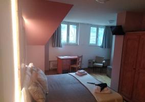 Dormitorio doble y escritorio