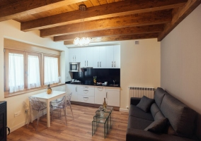 Apartamento con cocina en la sala de estar