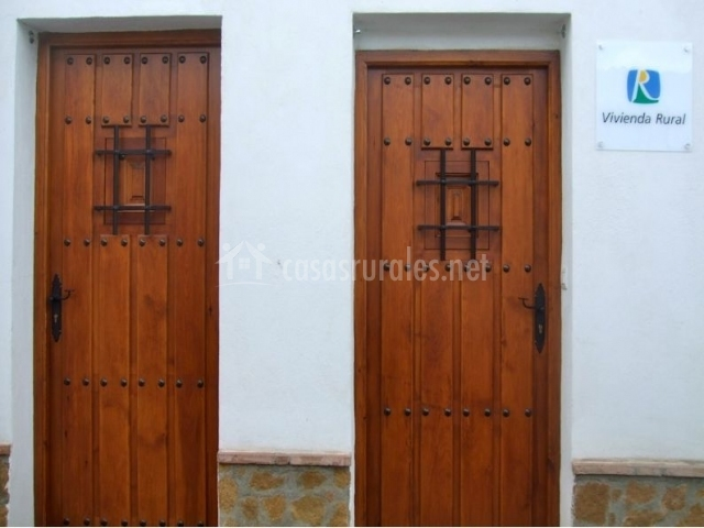 Sierra de j rez pic n en jerez del marquesado granada for Casas con puertas de madera