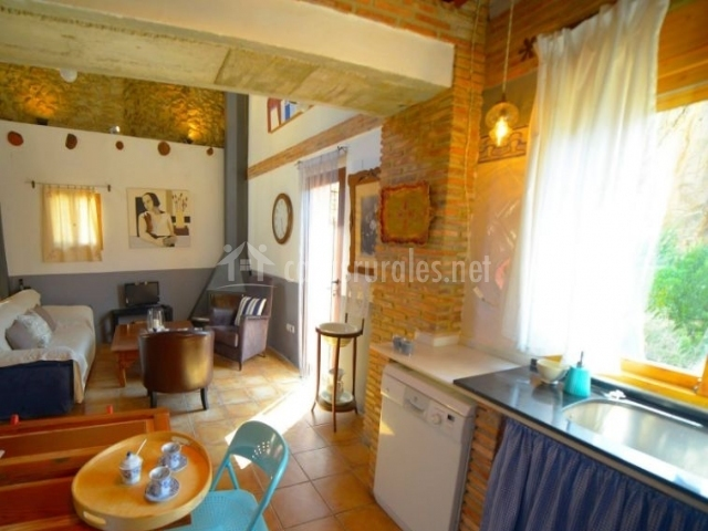 Casa la rocha en chulilla valencia for Sala de estar y cocina