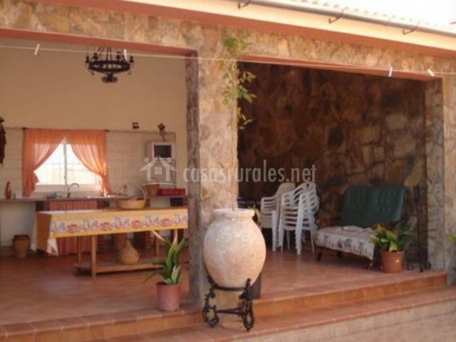 Vistas del porche con cocina campera