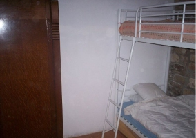 Dormitorio doble con literas