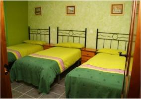 Dormitorio triple de la casa rural.JPG