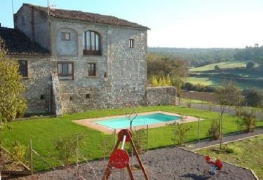 Casas rurales con piscina en calders for Casas rurales en portugal con piscina