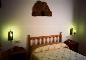 Dormitorio de matrimonio con armarios