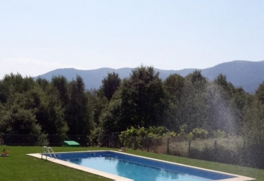 Casas rurales con piscina en o viso ourense for Piscinas en ourense