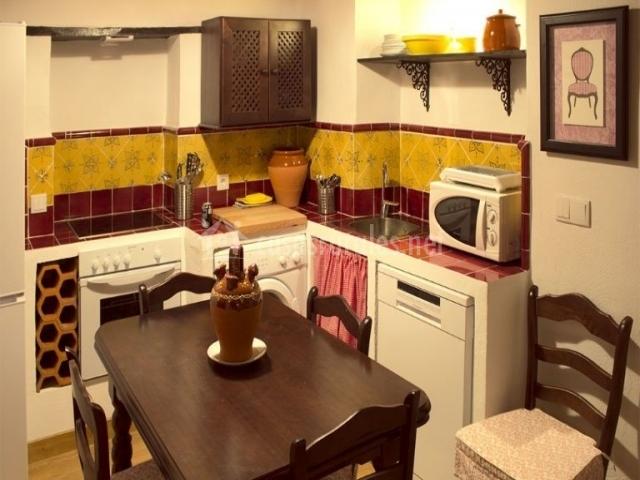 Casa spa la fredeswinda en pe aflor sevilla for Mesa cocina sevilla