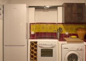 Cocina con azulejos en color budeos
