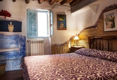 Dormitorio de matrimonio con original frontal