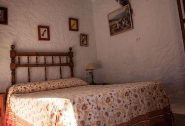 Dormitorio de matrimonio con colores ocre