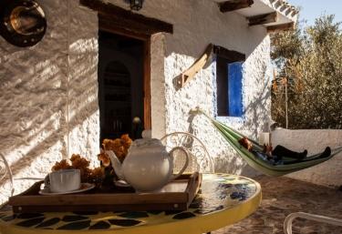 Acceso a la terraza con hamaca de tela