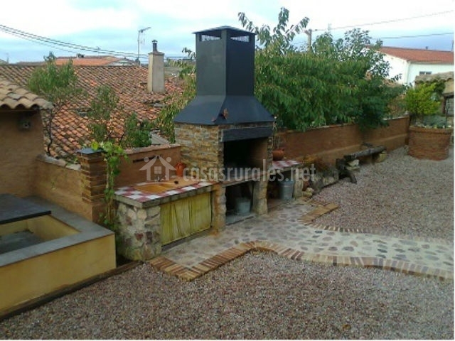 Casa rural 3enraya spa en serradilla del llano salamanca - Barbacoa exterior ...