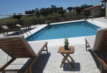 Casas rurales con piscina en extremadura for Hoteles rurales en extremadura con piscina