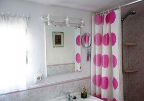 Aseo con ducha y cortina