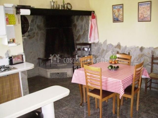 Almenara en los corrales sevilla for Mesa cocina sevilla