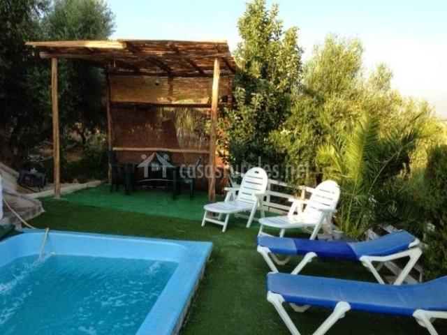 Almenara en los corrales sevilla for Tumbonas piscina baratas