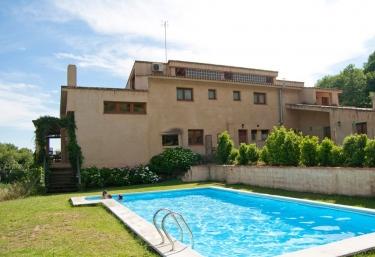 Casas rurales con piscina en villanueva de la vera for Casas rurales en badajoz con piscina