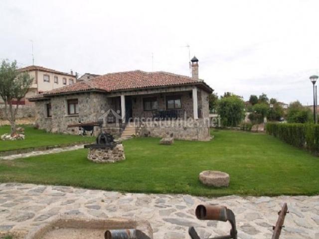 Casa olivo en sahelices el chico salamanca for Jardin chico casa