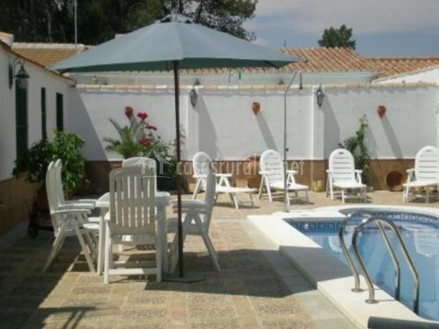 Casa la vereda en pe aflor sevilla - Casas con piscina en sevilla ...