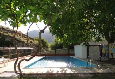 Casas rurales con piscina en nerpio for Piscina santa teresa albacete