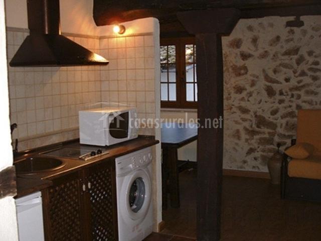 Apartamentos rurales la antigua fonda en candelario for Cocina practica