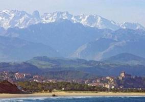 paisaje de montaña y playa