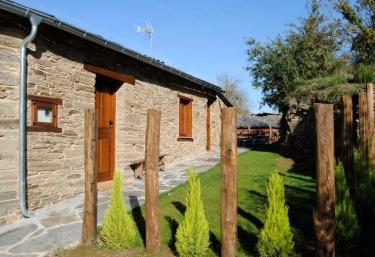 Casa do Forneiro - Casas de Outeiro - Samos (Casco Urbano), Lugo
