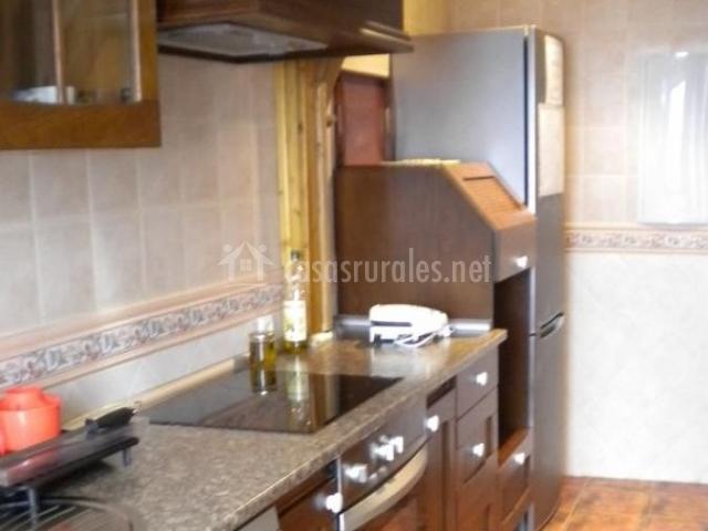 Casa pilar en navarredondilla vila for Muebles de cocina zona pilar
