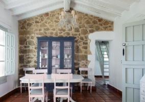 Comedor de la casa en color blanco