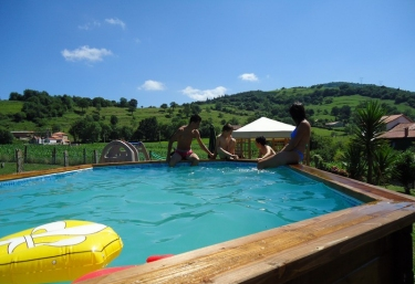 Casas rurales con piscina en camijanes for Casa con piscina para alquilar