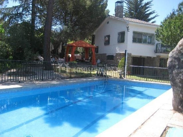 Casa rural jaranda en fresnedilla de la oliva madrid for Casa rural madrid piscina