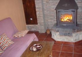 Apto 1 sala de estar con chimenea