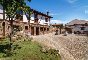 El Nogal de Laguna - Laguna De Cameros, La Rioja