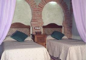 Dormitorio doble con paredes con forma de arco