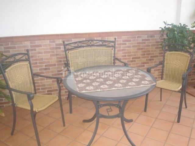 Vistas del patio con mesa