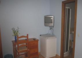 Dormitorio doble con televisor en el frente