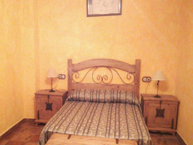 Dormitorio de matrimonio de gran rusticidad