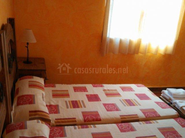 Dormitorio doble naranja