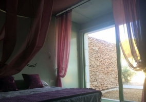 Dormitorio con salida al exterior