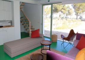 Sala de estar decorada de forma moderna