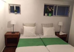Dormitorio doble con detalles verdes