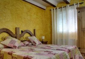 Dormitorio doble color mostaza