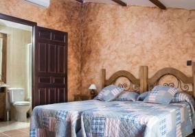 Dormitorio doble con aire y su aseo