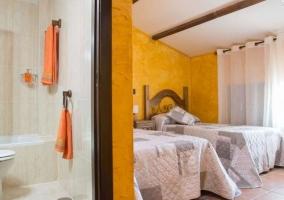 Dormitorio doble en amarillo